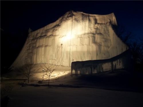 Ice_scupture_at_night